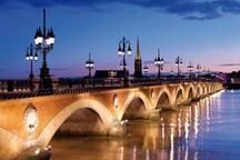 Le Pont Pierre, le premier pont de la Garonne à rattacher Bordeaux à la rive.