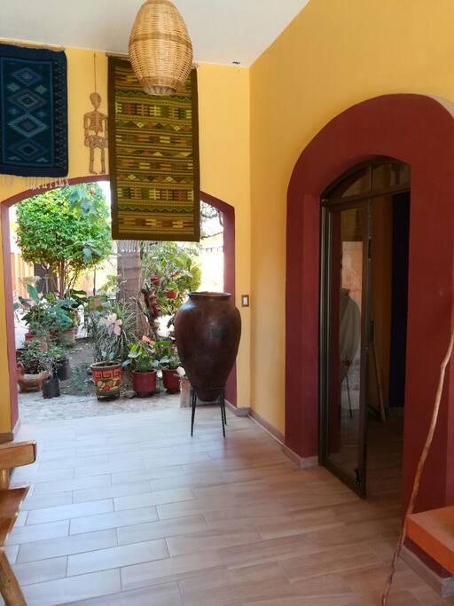 El hotelito cuenta con una Galeria de Tapetes y Tienda de regalos.