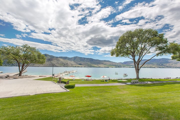 Luxury, Private Waterfront townhouse @ Lake Chelan
