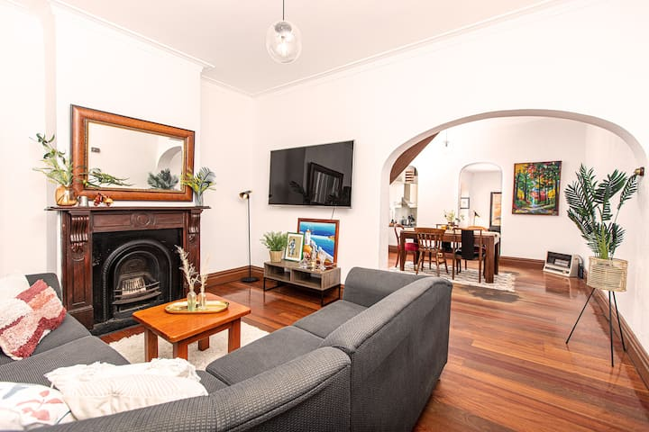 Spacious Sydney Terrace in Trendy Chippendale!