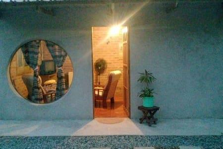 Habitacion rustica y bella - colonia del sacramento