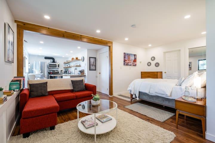 Luxury Studio Apartment Uvic Area.