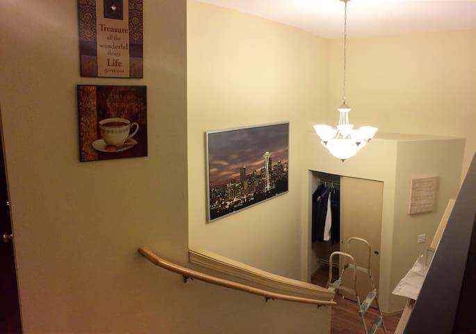 Newly-built Home with a Modern feel - Algona - Dom