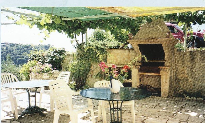 Nice Villa vue mer T.calme parkings WiFi 8 pers - Nicea - Willa