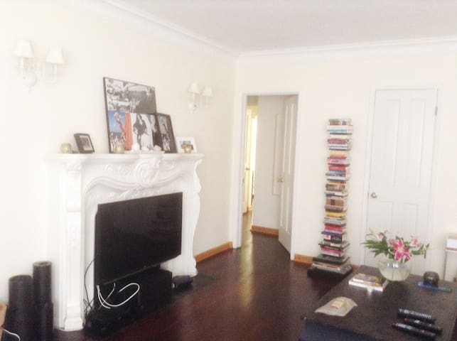 1 large bedroom in Beverly Hills W. Hollywood area