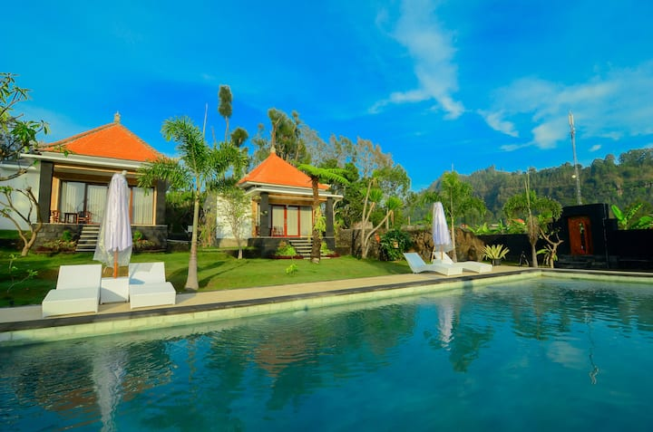 Mount Batur Villa with pool view