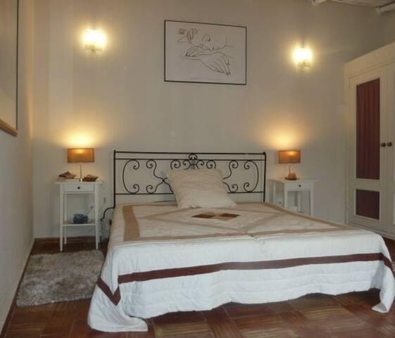Casa Nostra - Boliqueime - Wikt i opierunek