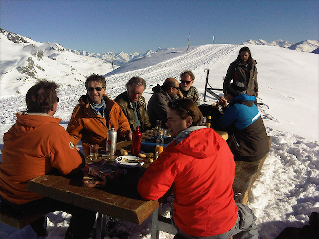 It is not only hard work (skiing) that counts. Fondue de fromage in the snow
