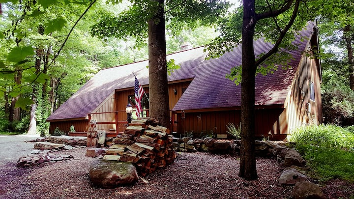 Bear Claw Chalet at Claycomb Chalets