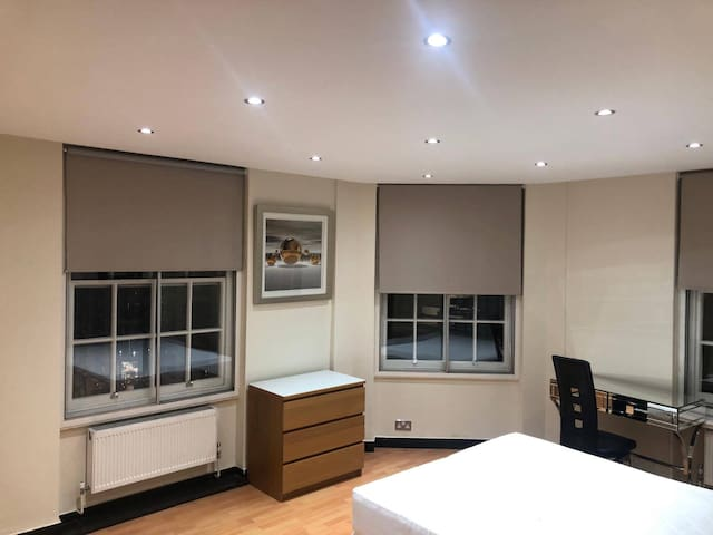 PRIVATE SPACIOUS ROOM // 2 MINS FROM OXFORD STREET