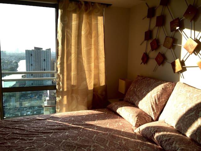 1BR with balcony across Rockwell! - Mandaluyong City - Condominium