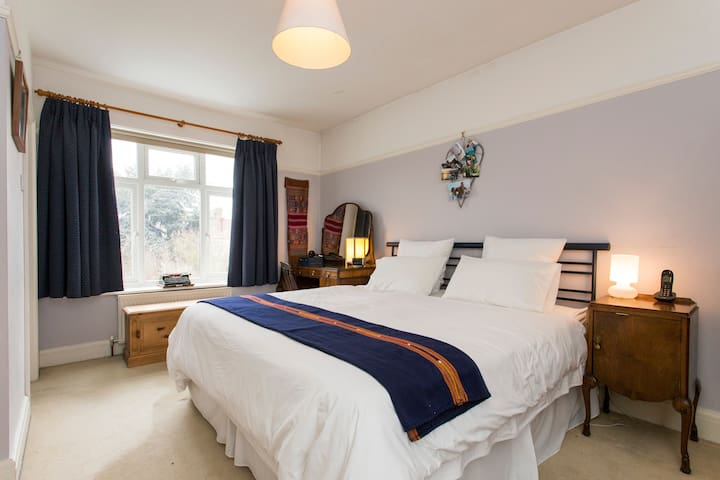 Lovely family home-25mins to centre - London - House