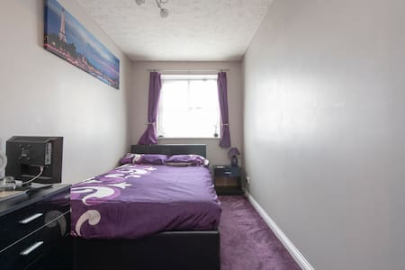 Bright & cosy double bedroom + parking