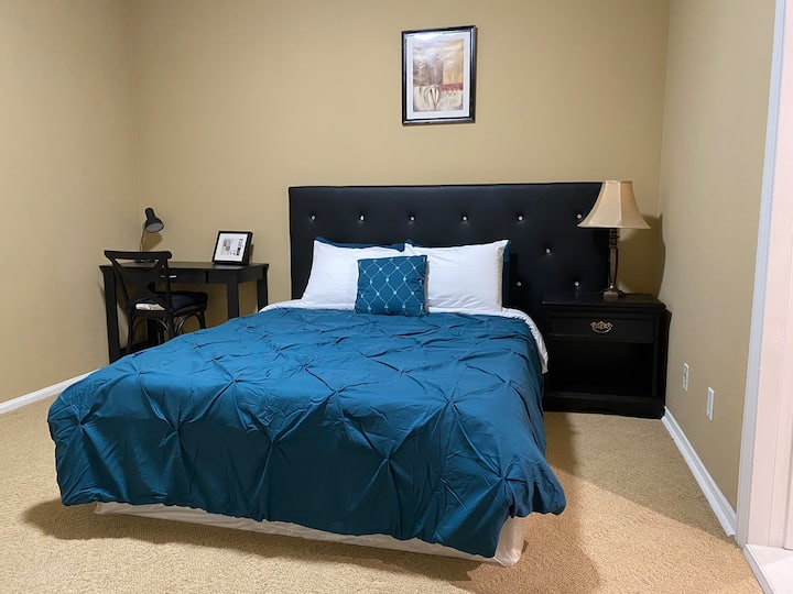 JW 101 Queen size bedroom with private bathroom