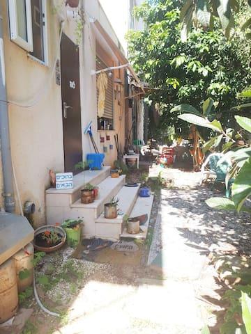 Green garden. TV(netflix).15 min from the sea.bike