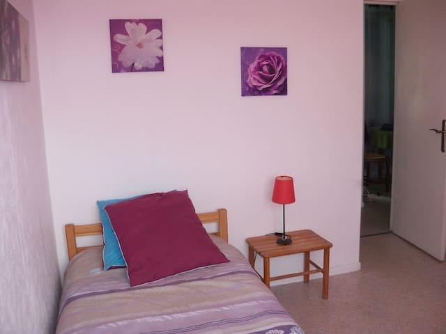 Loue jolie chambre à 15min du capitole en metro - Toulouse - Apartemen