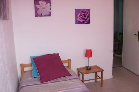 Loue jolie chambre à 15min du capitole en metro - Tolosa - Pis