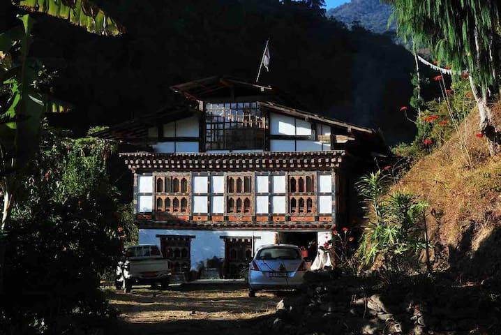 Aum Wangmo Home Stay(Bhutanese Farm Stay )