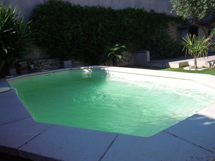 chambre terrasse, piscine, Pdj , park . PLAGE 150m