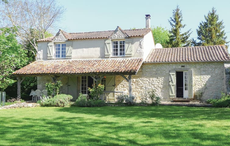 Holiday cottage with 4 bedrooms on 0 m² in St Astier