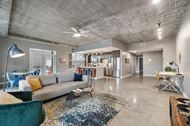 Kasa Austin 2BD/2BA | Great for Families! Pool + Free Parking | Downtown