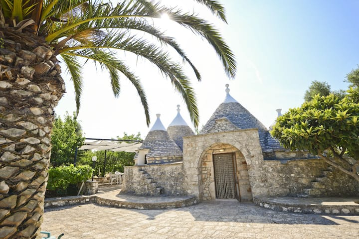 Trulli del Ciliegio with garden by Wonderful Italy