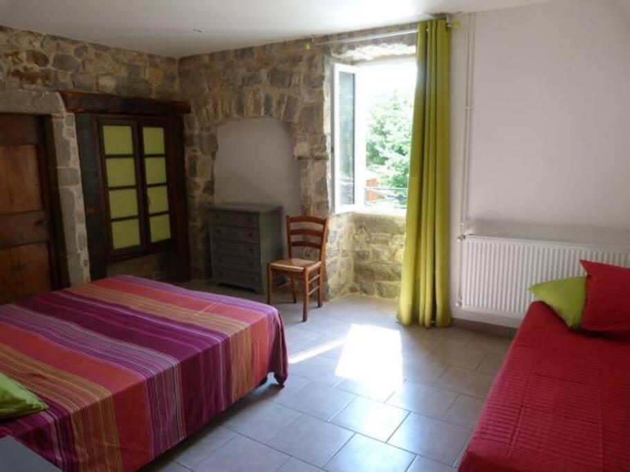 Chambre triple (1 lit double et un lit simple ou 3 lits simples)
