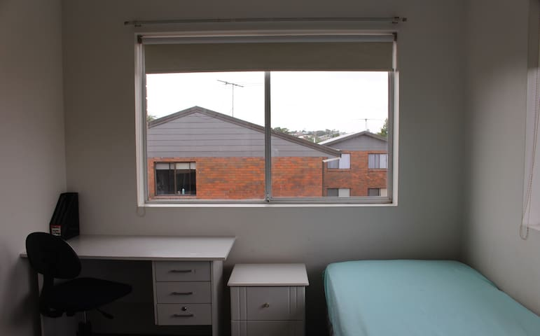 An affordable room closed to public transport hubs - Greenslopes - Apartemen