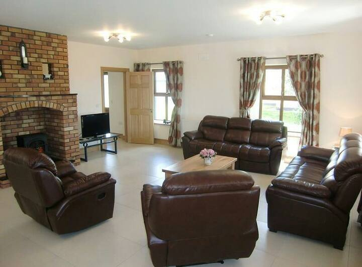 Caherush Lodge Sleeps 10