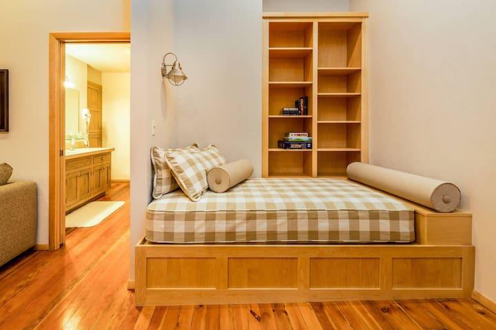 Twin bed in Den