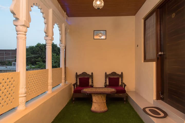 OYO - 1BR Heritage Home In Ganeshpura, Haveli - Can't-Miss Deal!!