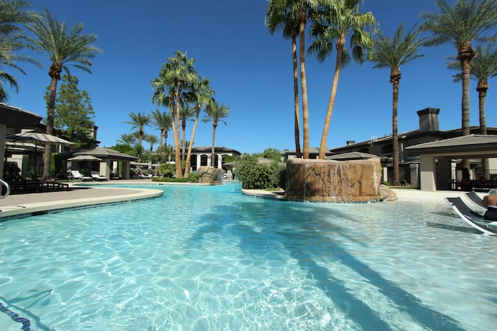 KIERLAND-First Floor 2BD-Heated Pool-CONTEMPORARY