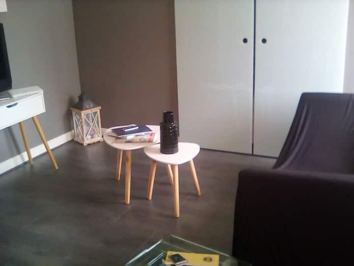 Studio moderne équipé proche commerces