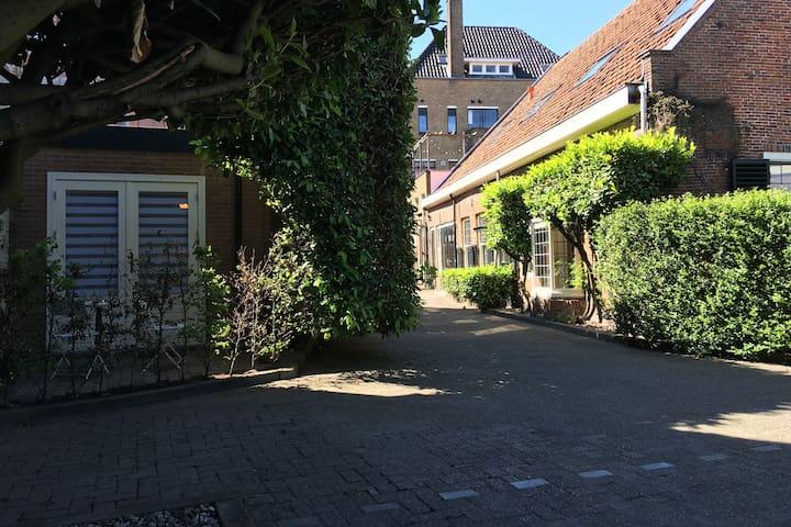 'Great Spot!' - free parking - near Amsterdam.
