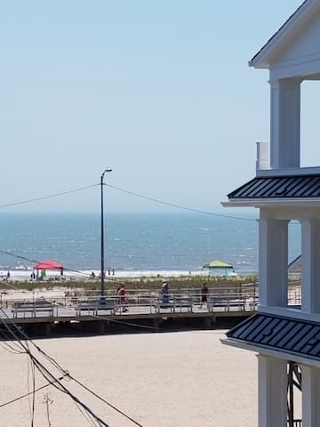 4 Houses to Brighton Beach and Boards! OCEAN VIEW
