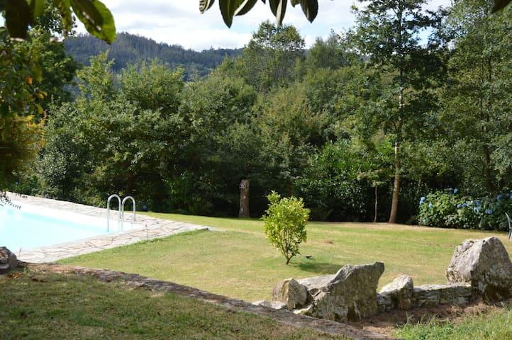 Estupenda casa con piscina en entorno  bucólico