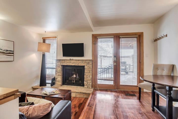 Great 1 Bed-Steps from Main Street and Ski lift
