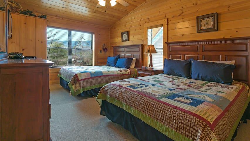 Second Bedroom (2 Queen Beds)