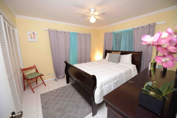Private Room near downtown,foodstore & washhouse