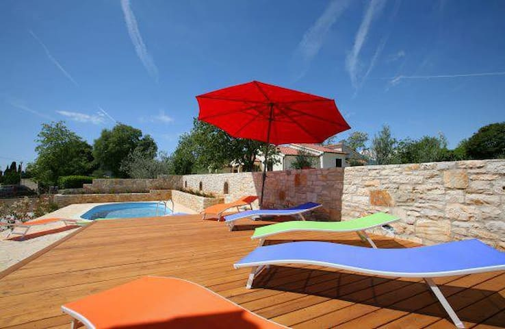 VILLA GRAZIA - beautiful villa with swimming pool - Vabriga - Casa de camp