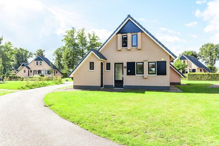 Compleet vakantiehuis met gezamenlijke voorzieningen in mooie Friese omgeving