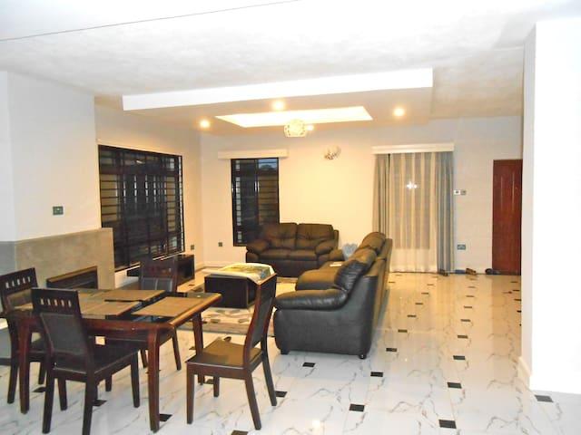 Raha Villa, Kerarapon Drive - Nairobi - Huis