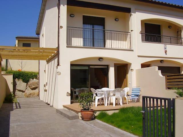 Casa nueva: jardín, piscina, chimenea y barbacoa - Torroella de Montgrí - House