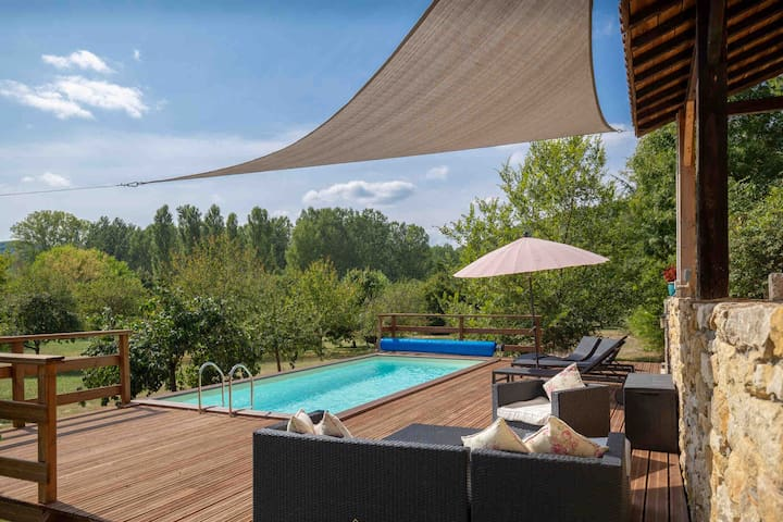 Beautiful cottage with private heated pool, WiFi.