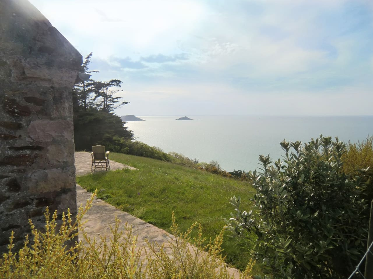 Maison de charme sur la falaise, avec vue à 180° sur la mer, côte sauvage,  Golf à proximité.