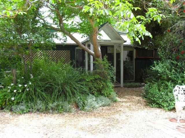 'Walnut' Cottage