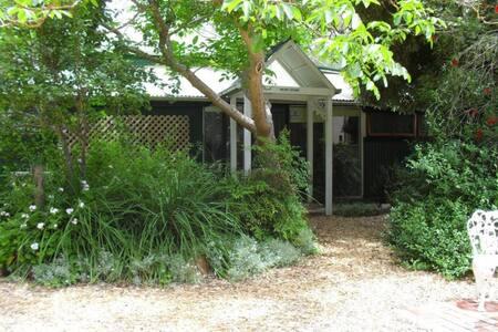 'Walnut' Cottage - Meadows