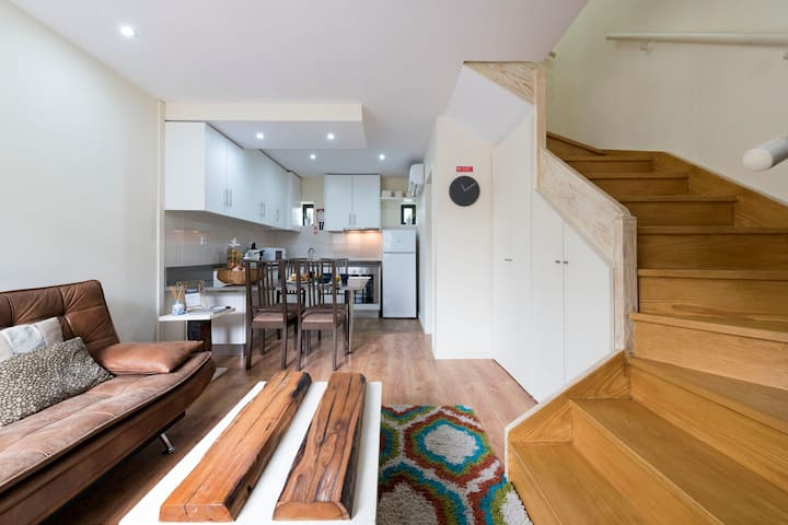 Urban Cottage w/metro at doorstep by LovelyStay