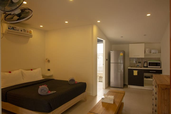 Bungalow 10 (1 Bedroom, Studio) Centre & Beach