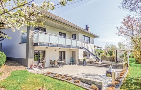 Holiday apartment with 1 bedroom on 60m² in Körperich/Obersgegen